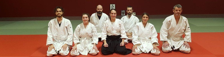 Les aikidokas sur le tatamis de Plougemelen encadrés par Morgane FALLON