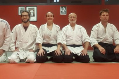 Aïkidokas d'Aloha-Aïkido à genous sur le tatami du dojo de Plougoumelen