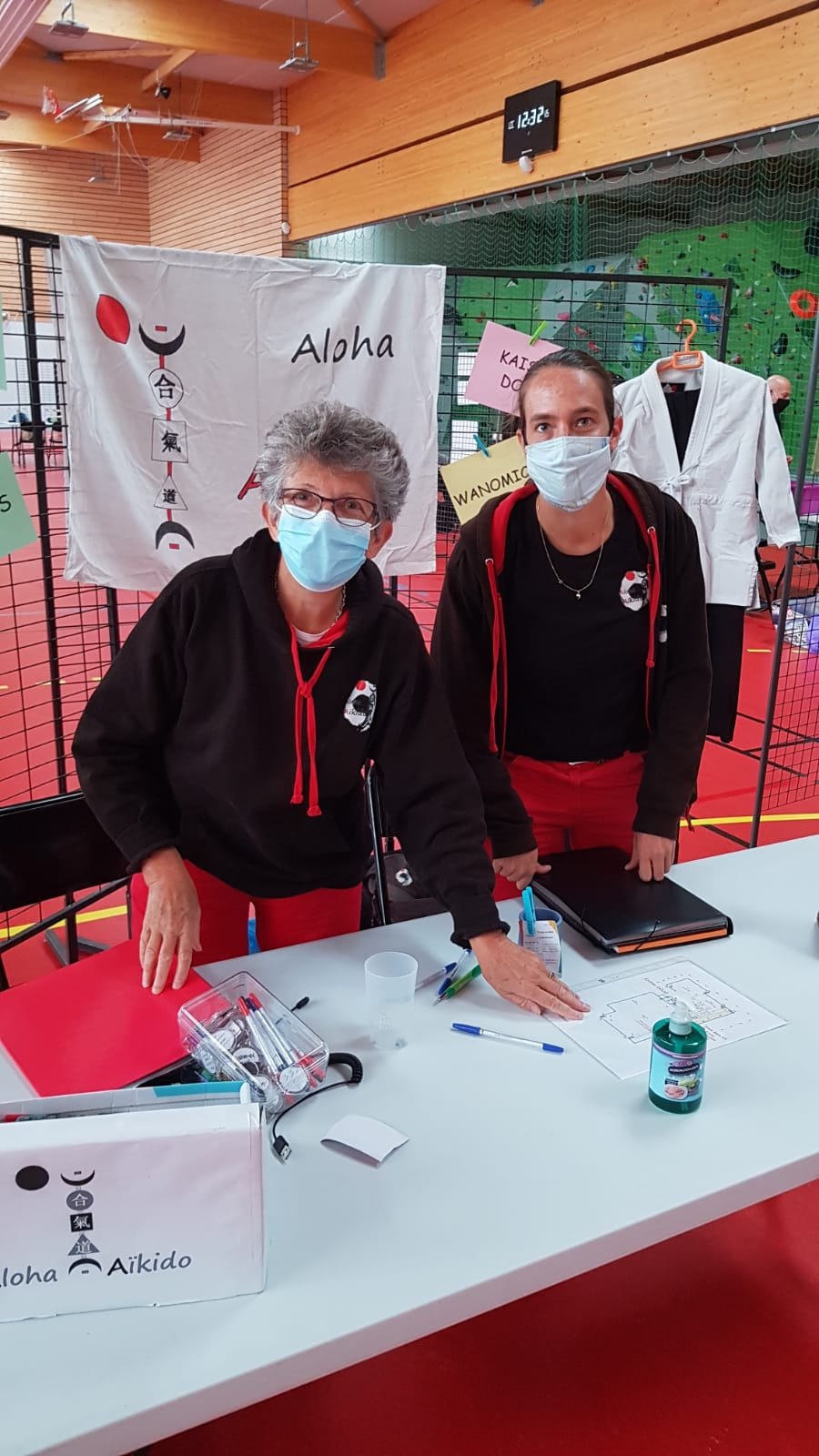 Morgane FALLON accueille les futur aïkidoka au forum des associations de Plougoumelen