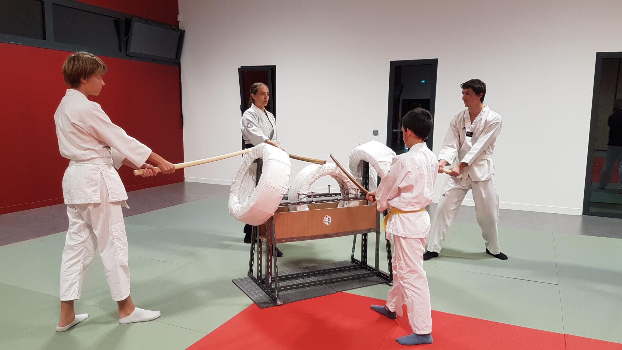 Morgane FALLON et trois autres aïkidokas essaye le tout nouveau Taren-Uchi dans le dojo de Plougoumelen